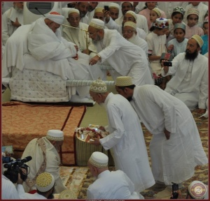 Syedna Mukasir Saheb doing wadhawa on Syedna Mufaddal TUS after Nas.