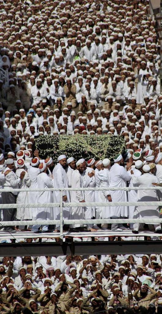 Mumineen gaze upon the janazah mubarakah for the last time