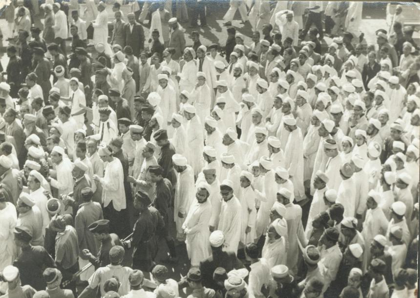 Syedna Burhanuddin RA and other members of Syedna Taher Saifuddin's RA family